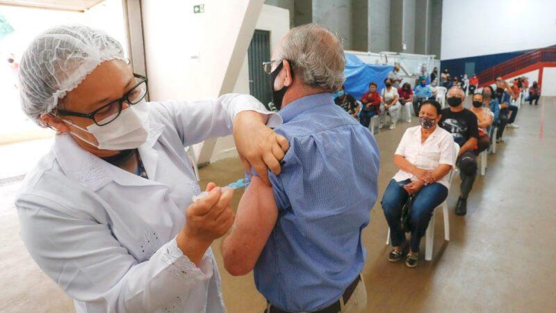 Imunizados ainda precisam tomar cuidados na pandemia