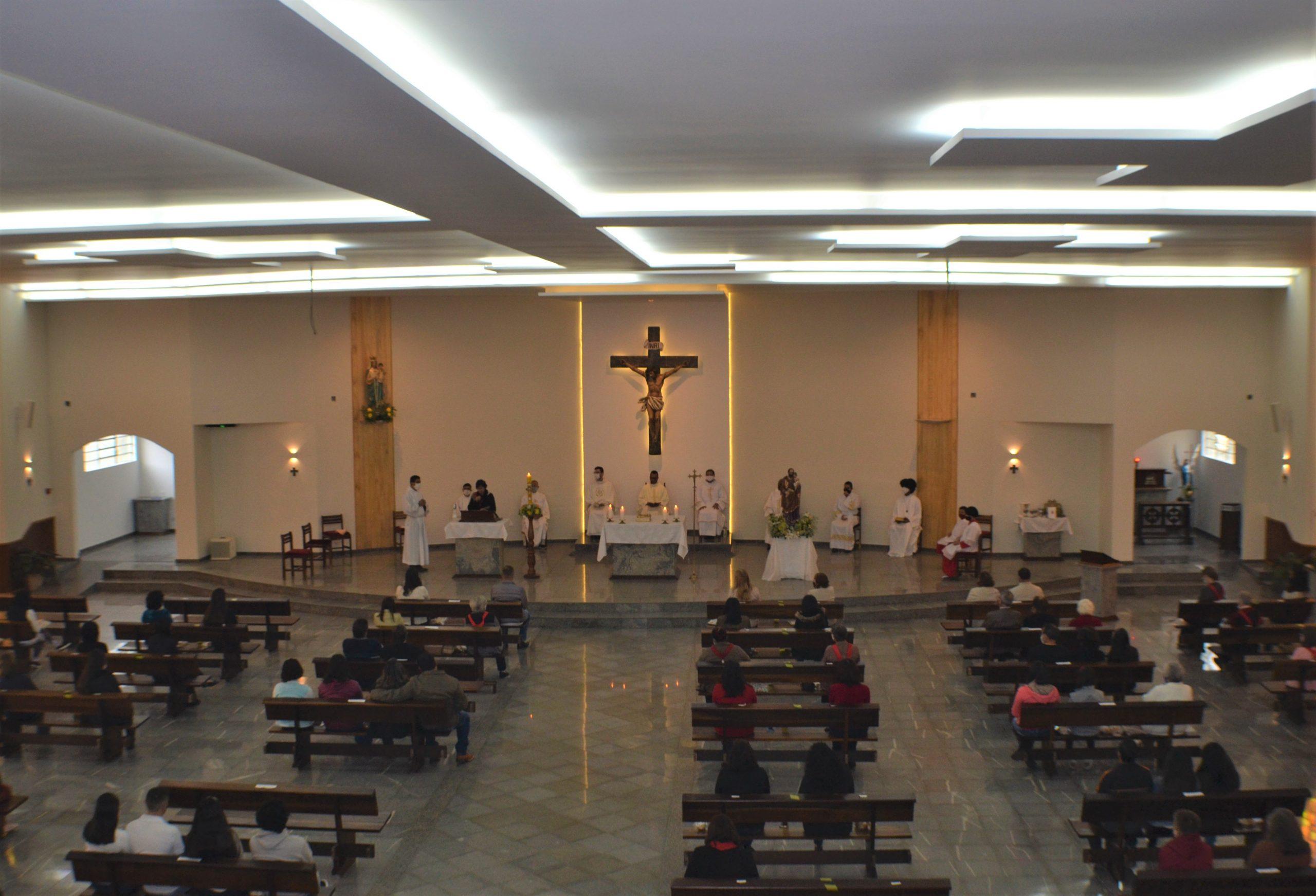 Paróquia do Rosário recebe  fiéis para missas após conclusão da primeira etapa de reformas