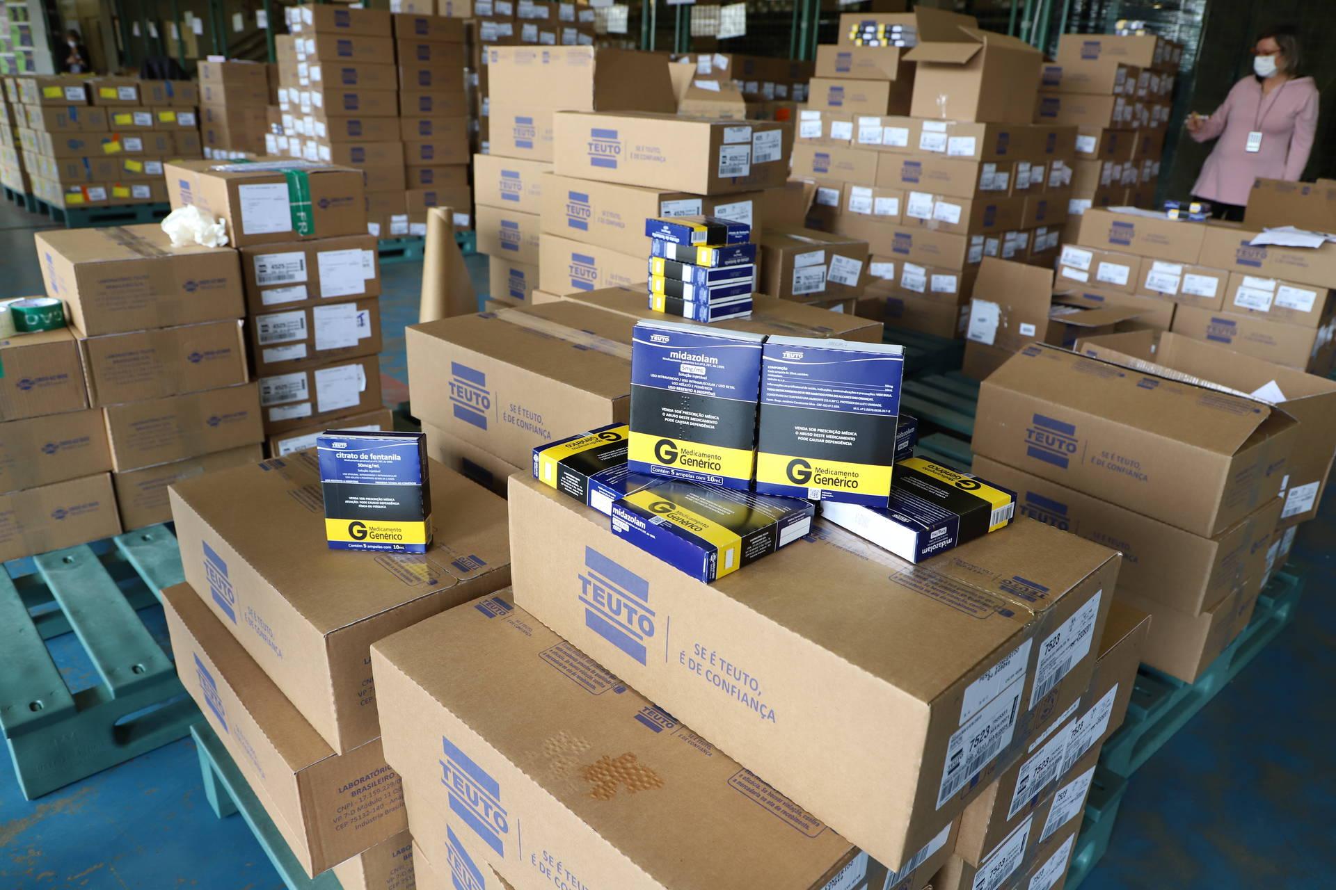 Saúde distribui 319 mil medicamentos de kit intubação para hospitais e municípios