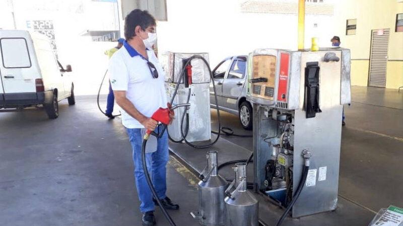 Ipem-PR participa de fiscalização de bombas de combustíveis