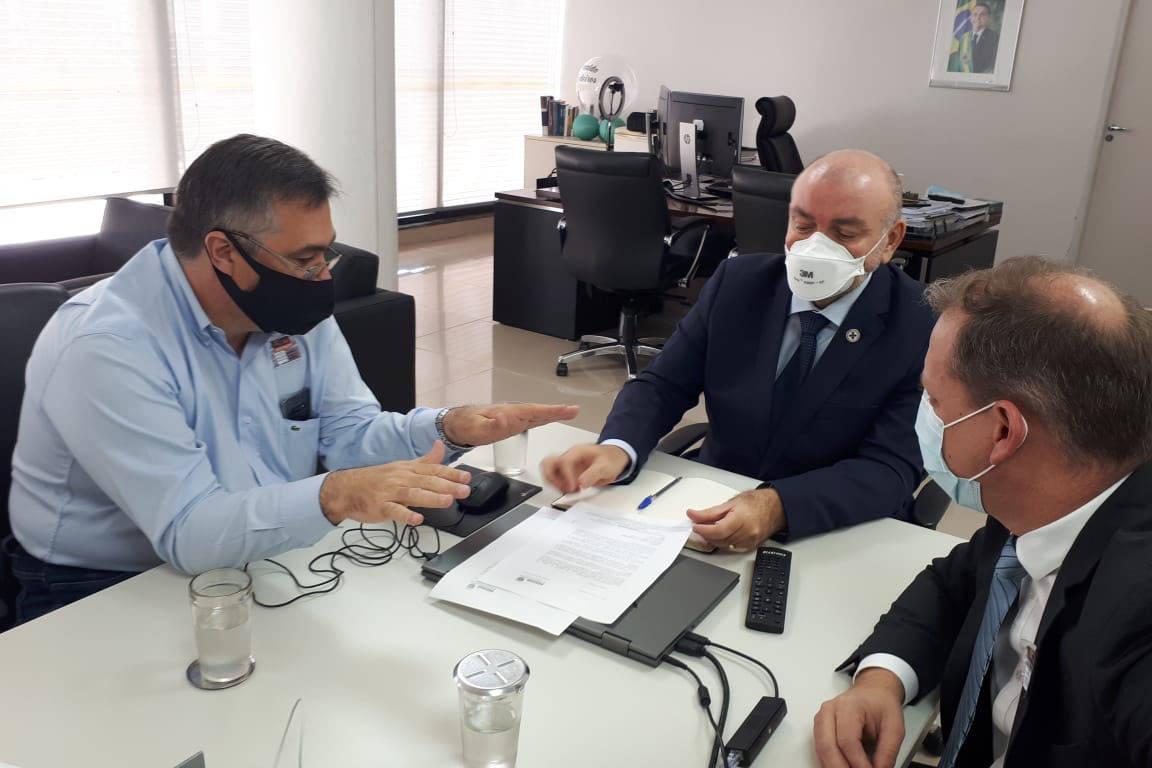 Paraná defende antecipação da vacinação de trabalhadores da Educação