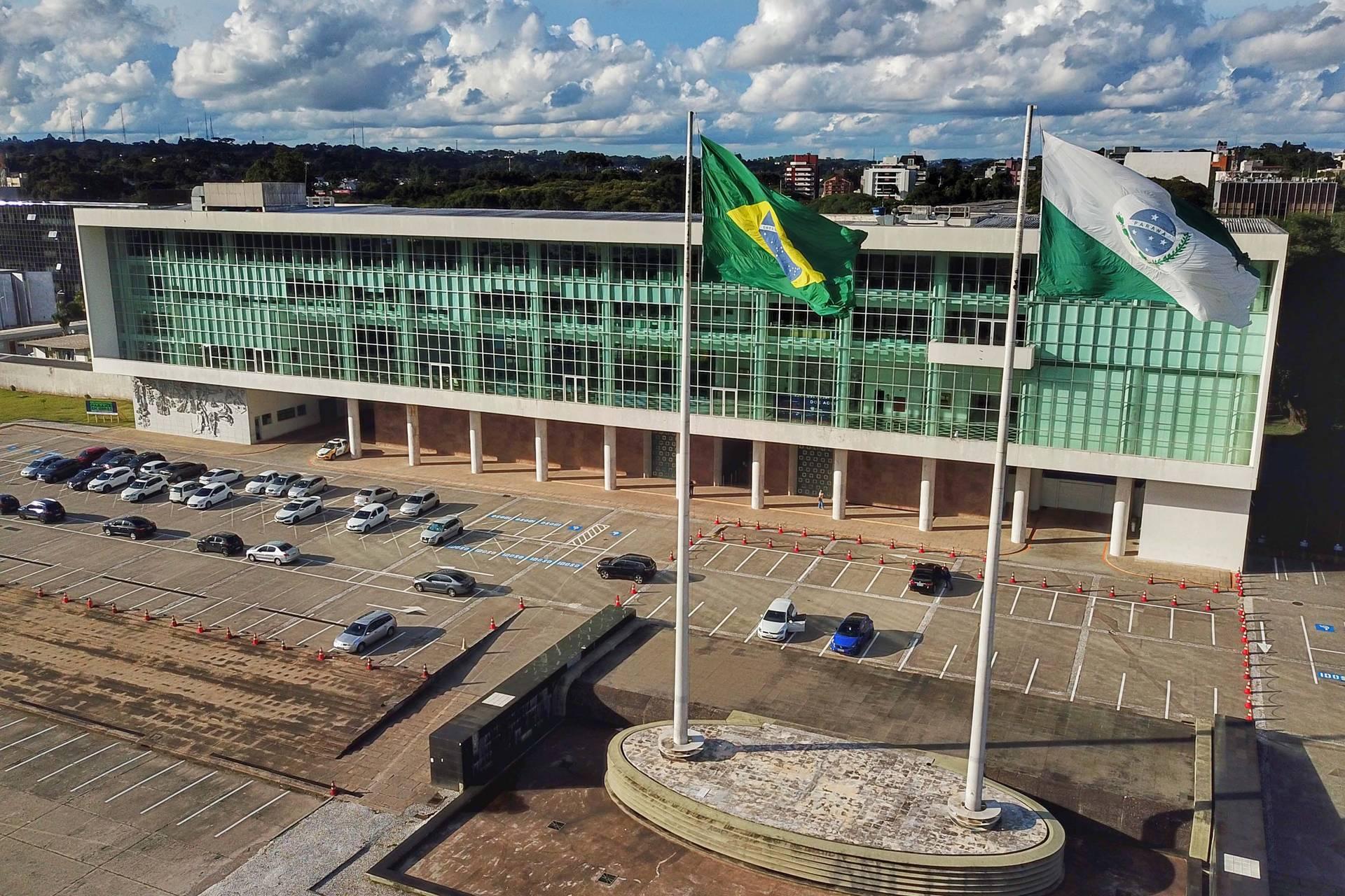 Paraná suspende cobrança de dívidas de contribuintes até o final de abril