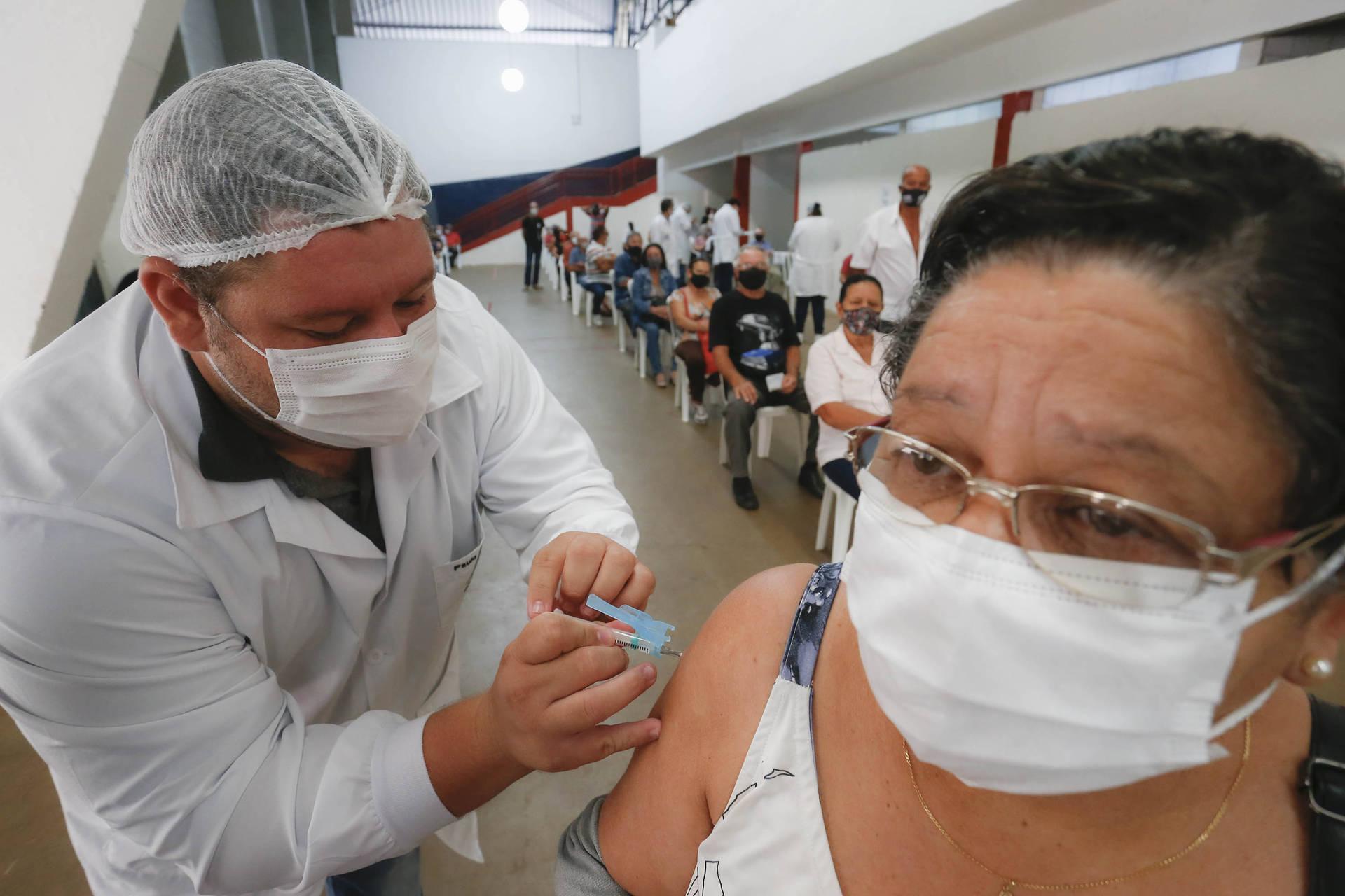 Paraná se aproxima de 1 milhão de vacinados com as duas doses contra a Covid-19