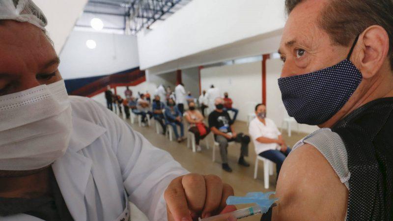 Paraná se aproxima de 1 milhão de idosos vacinados contra a Covid-19