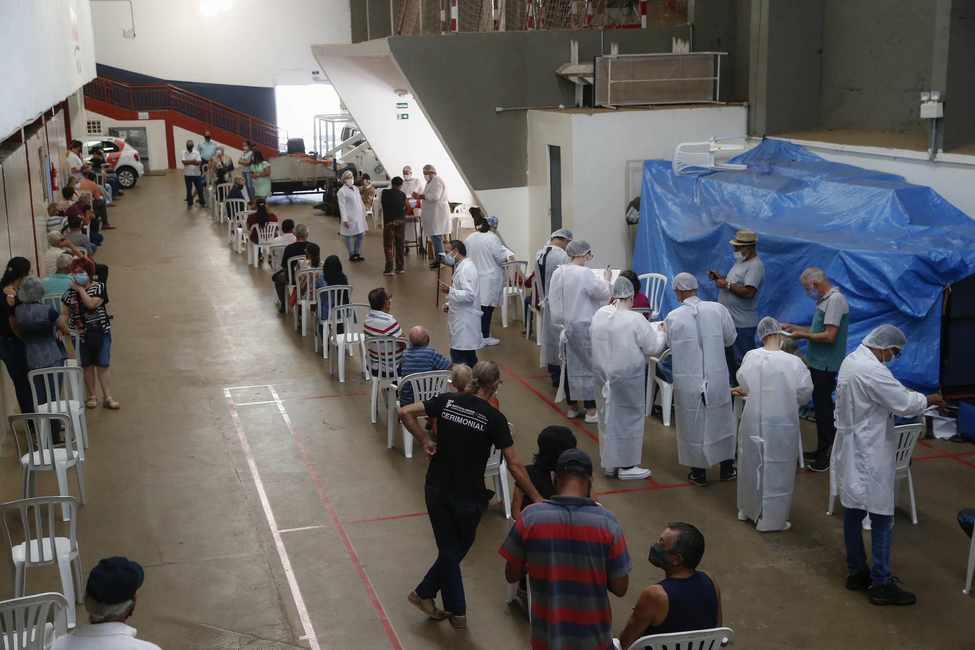 Paraná aplicou mais de meio milhão de vacinas no primeiro mês da campanha de Domingo a Domingo