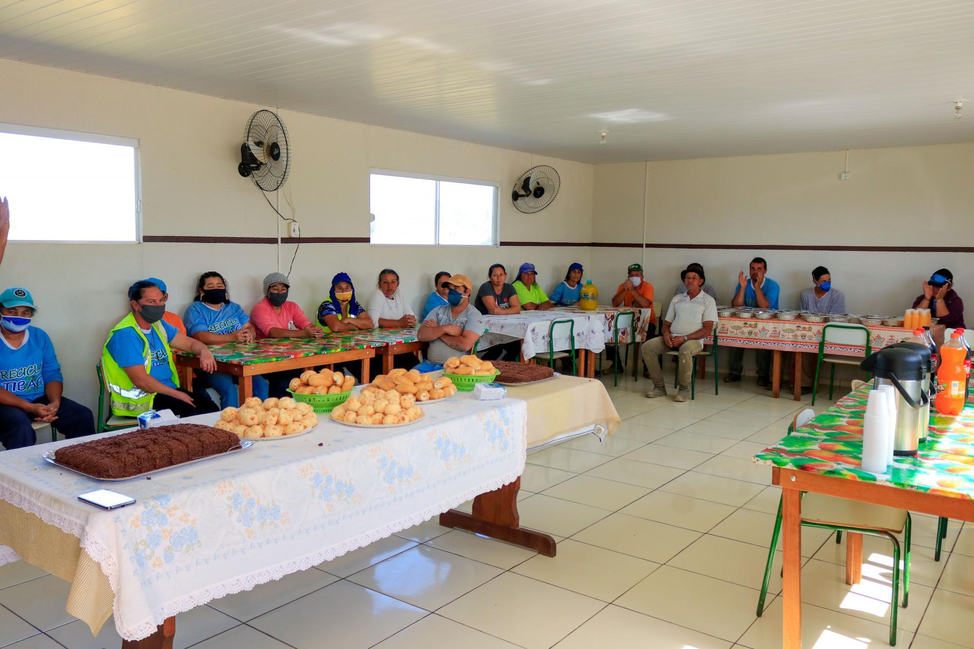 Gabinete promove café de Dia das Mães para funcionárias do projeto Recicla Tibagi
