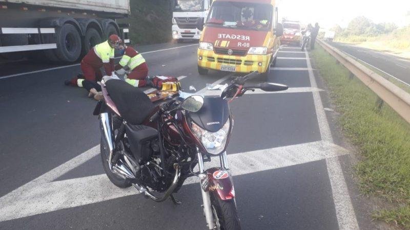 Dois jovens morrem em acidente com moto na PRC-373