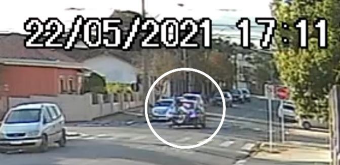 Ciclista atropelado por carro no sábado teve ferimento na cabeça