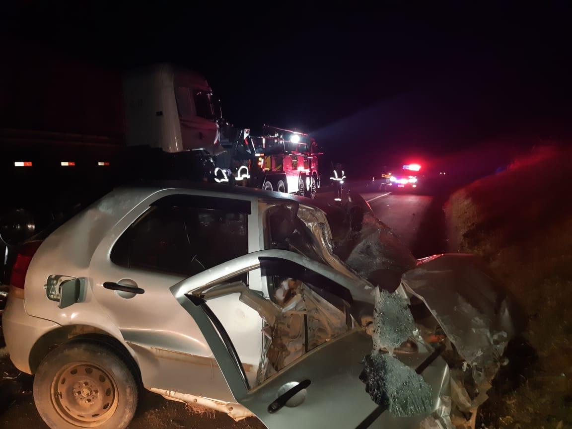 Motorista fica em estado grave após colisão com caminhão na BR-373