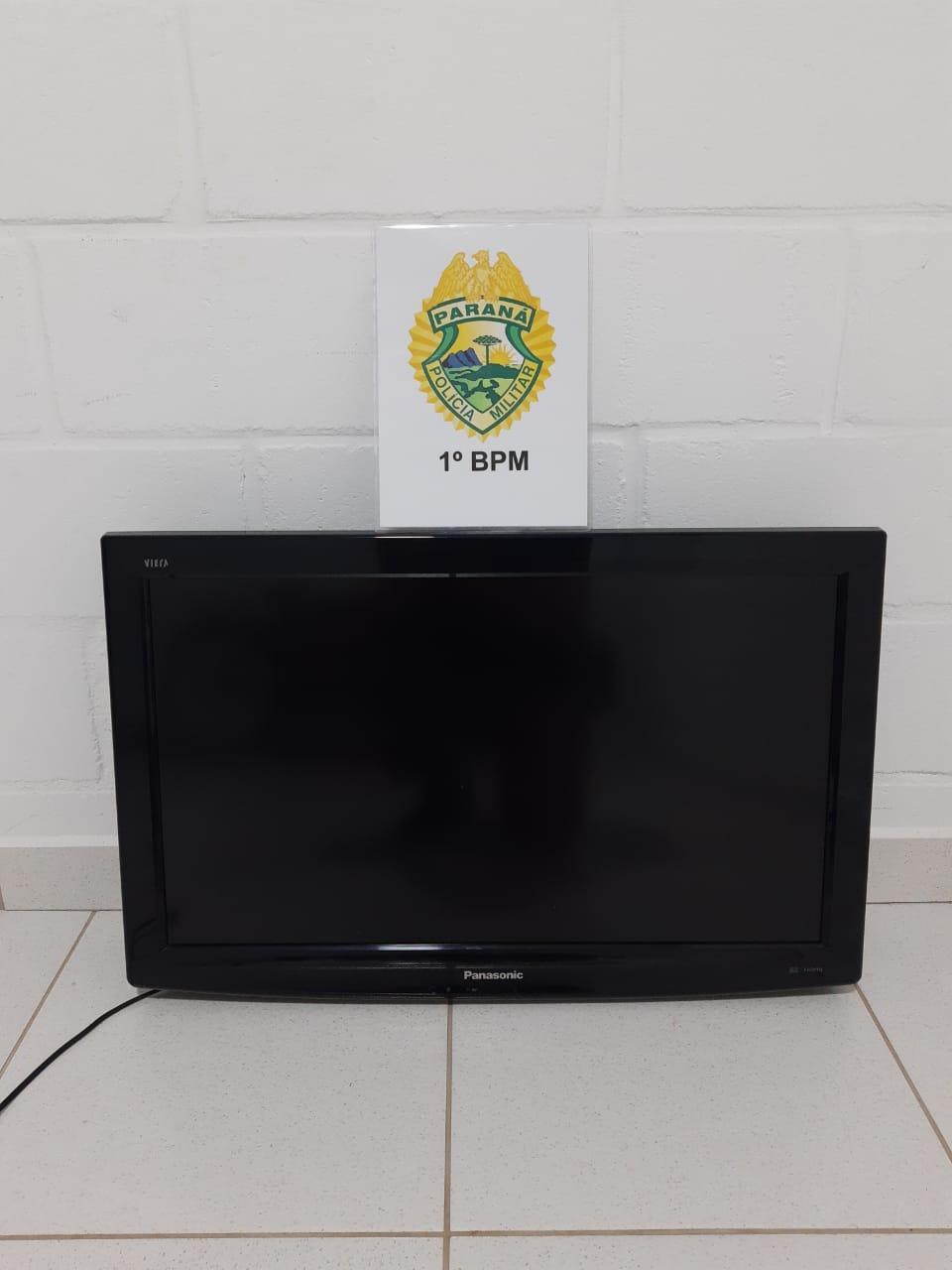 Homem é preso enquanto carregava televisão furtada na Vila Rio Branco