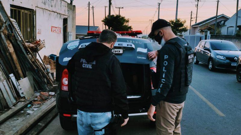 Dois homens são presos por envolvimento em homicídios