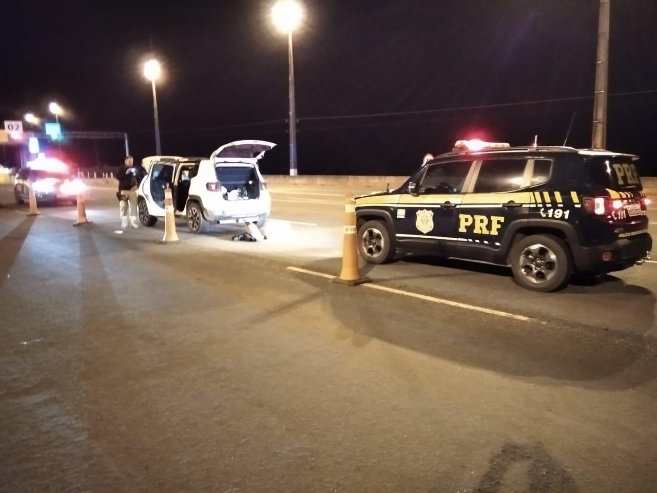 PRF recupera veículo clonado e prende suspeito por porte ilegal de arma na região