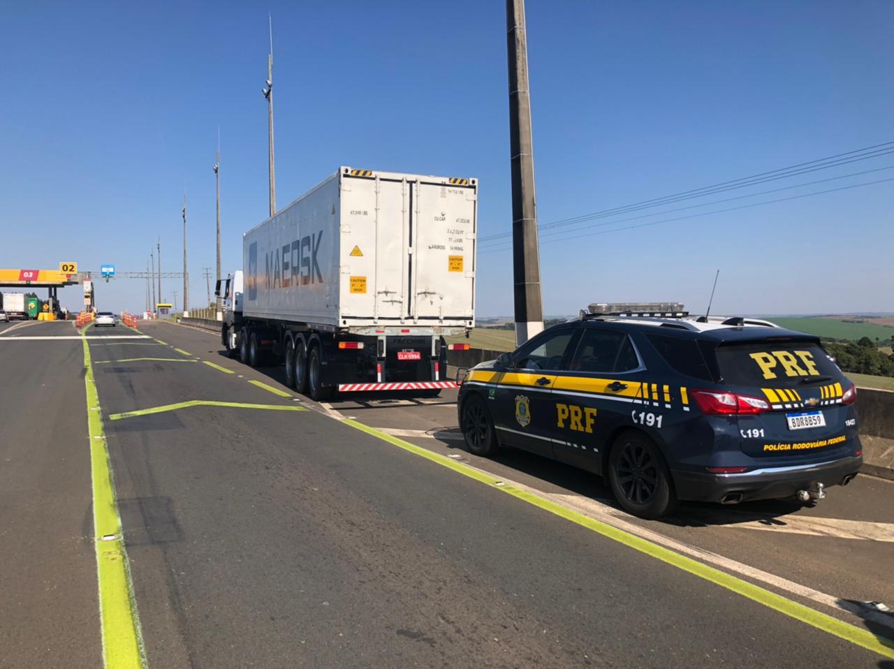 PRF apreende caminhão container adulterado carregado com 600 mil cigarros contrabandeados