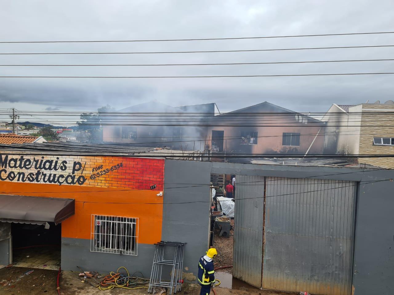Causa do incêndio em loja de materiais de construção foi pane elétrica