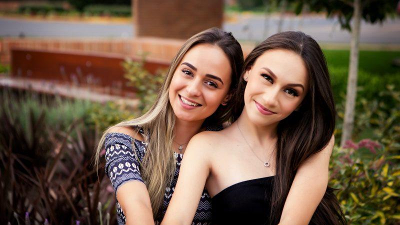 Eduarda Laroca Carvalho Gomes e  Fernanda Laroca Micheli