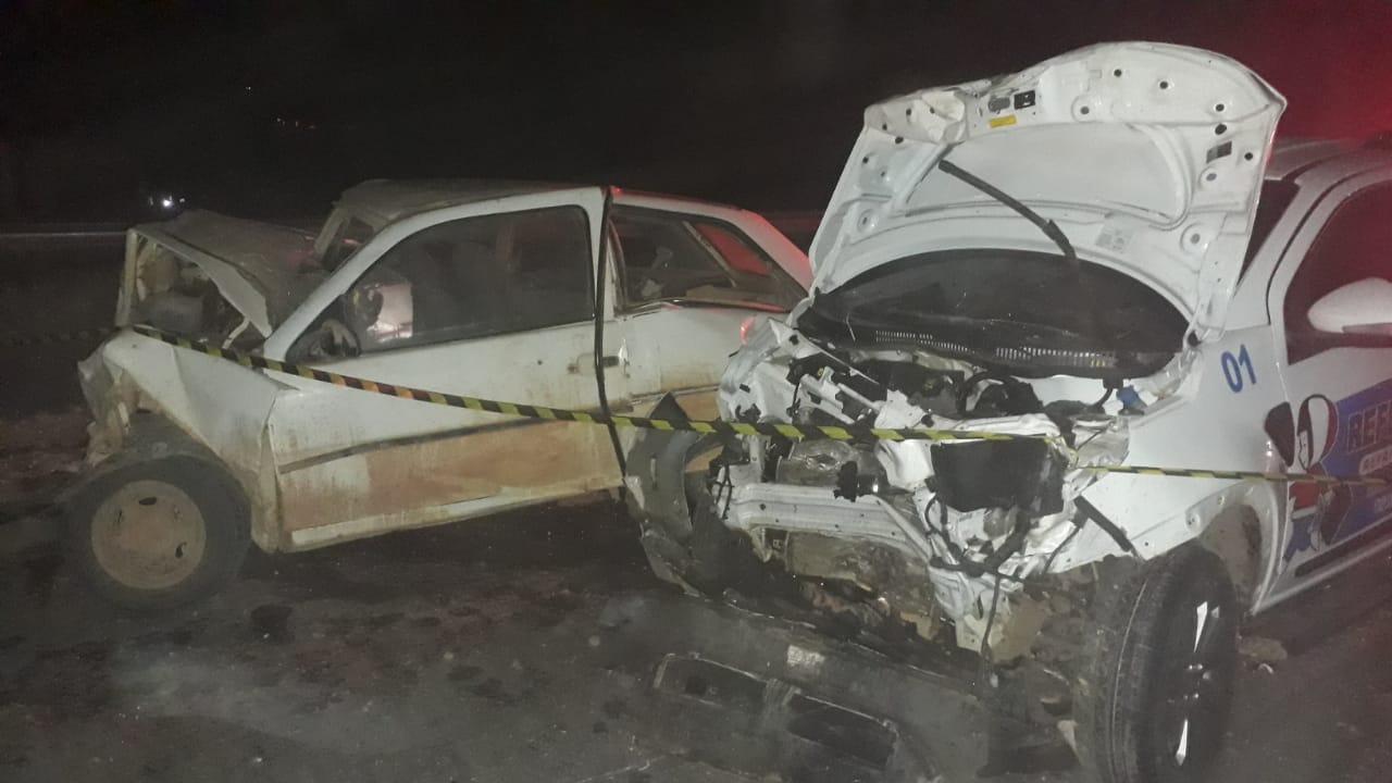 Gol na contramão é atingido por pick-up Strada e motorista morre