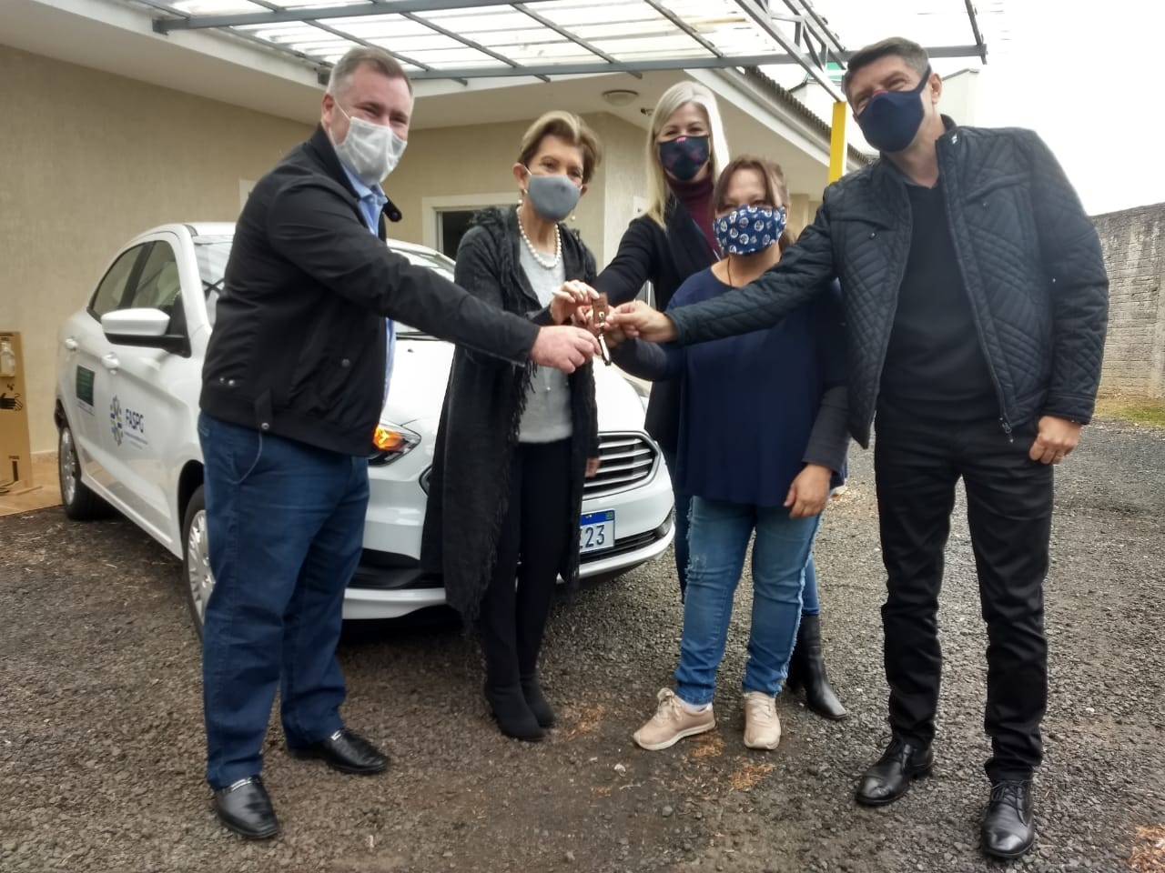 Prefeitura de Ponta Grossa entregou carro à entidade; doação partiu do deputado Emerson Bacil