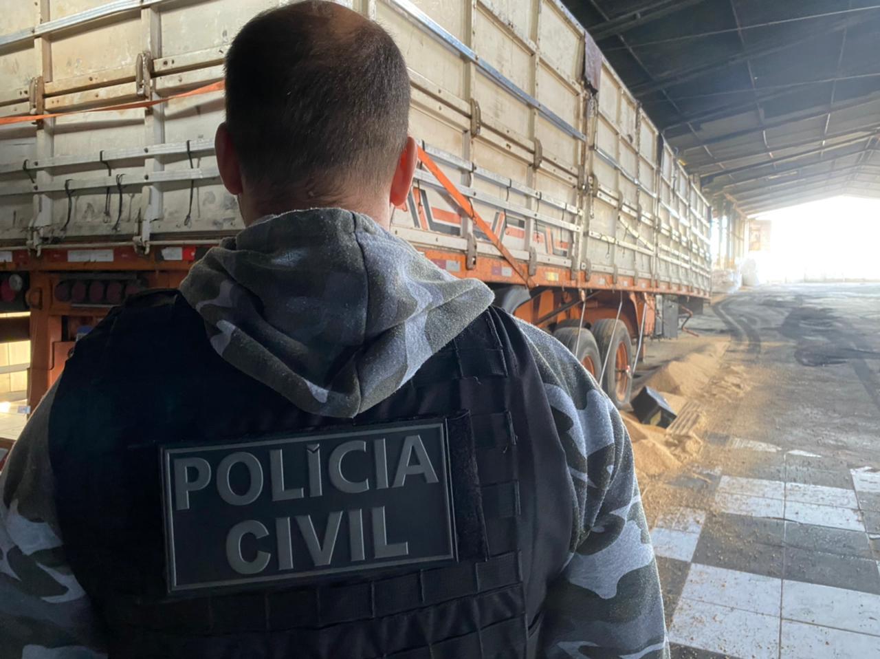 Polícia Civil estoura barracão utilizado para transbordo de cargas e caminhões roubados