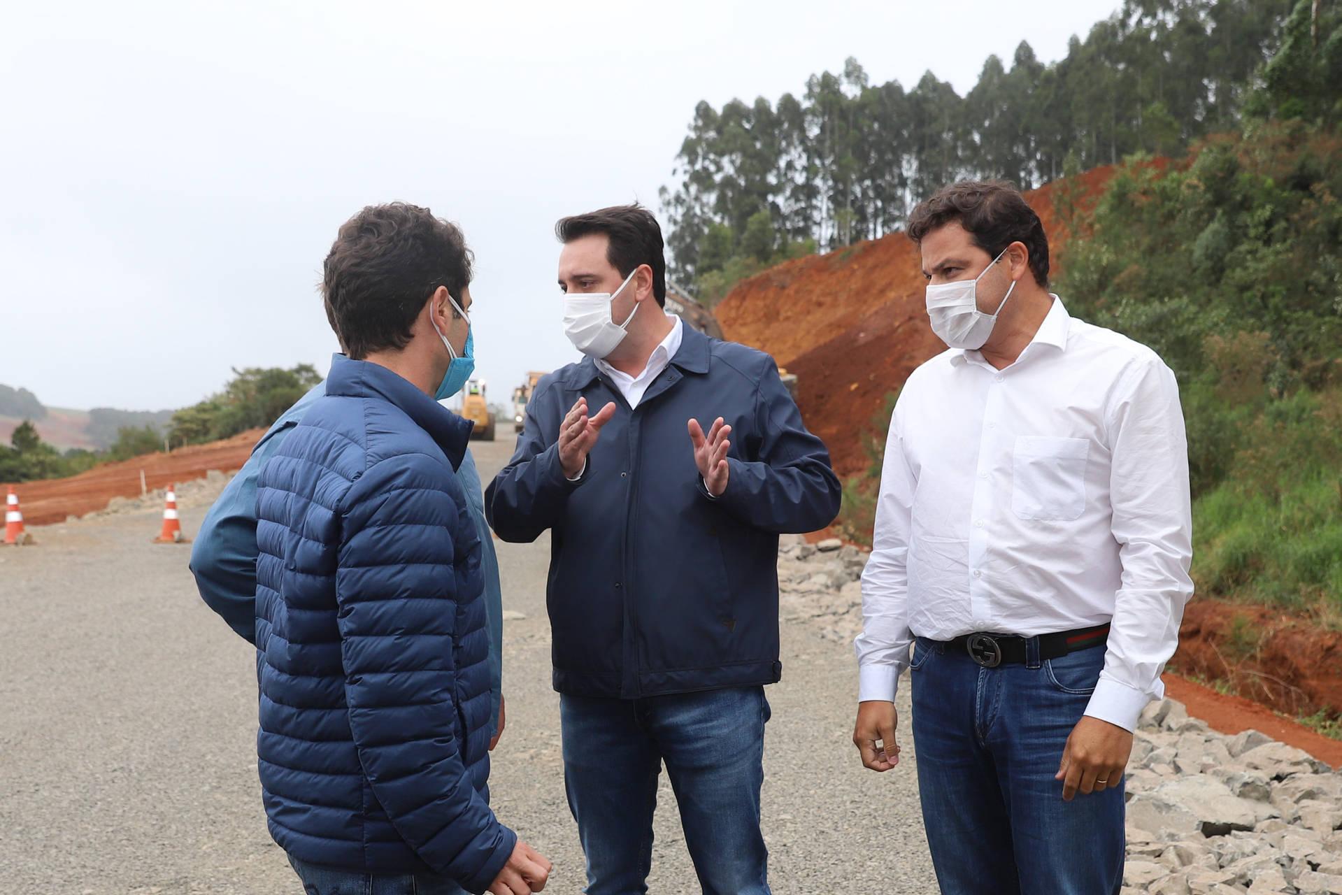Governador vistoria pavimentação da rodovia que liga Pitanga e Mato Rico