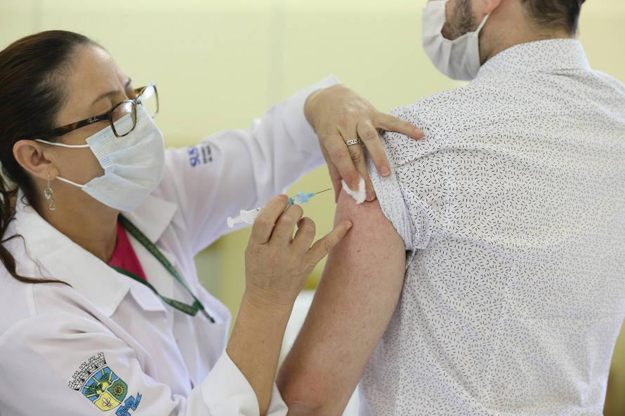 Paraná começará a vacinar população geral de 18 a 59 anos contra Covid-19