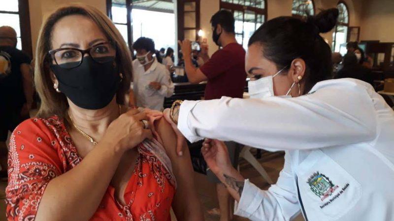 Paraná já vacinou 10 mil profissionais de educação e 10 mil das forças de segurança e salvamento