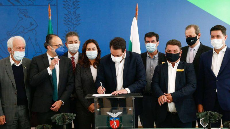 Governo libera quase R$ 1 milhão para projeto da UEL de apoio à região de Londrina e pesquisa da seda