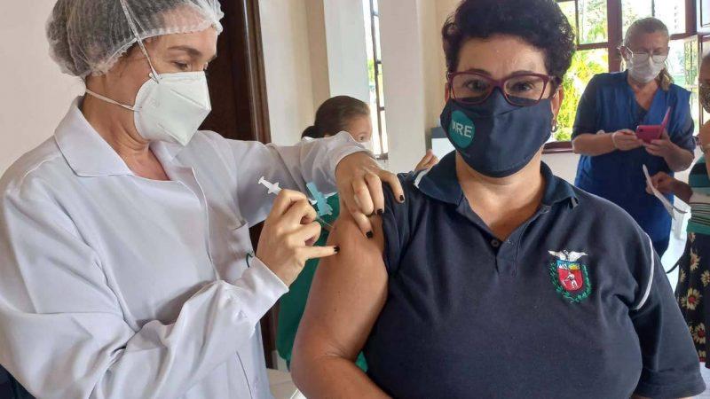 Paraná ultrapassa 1,4 mil trabalhadores da educação vacinados contra a Covid-19