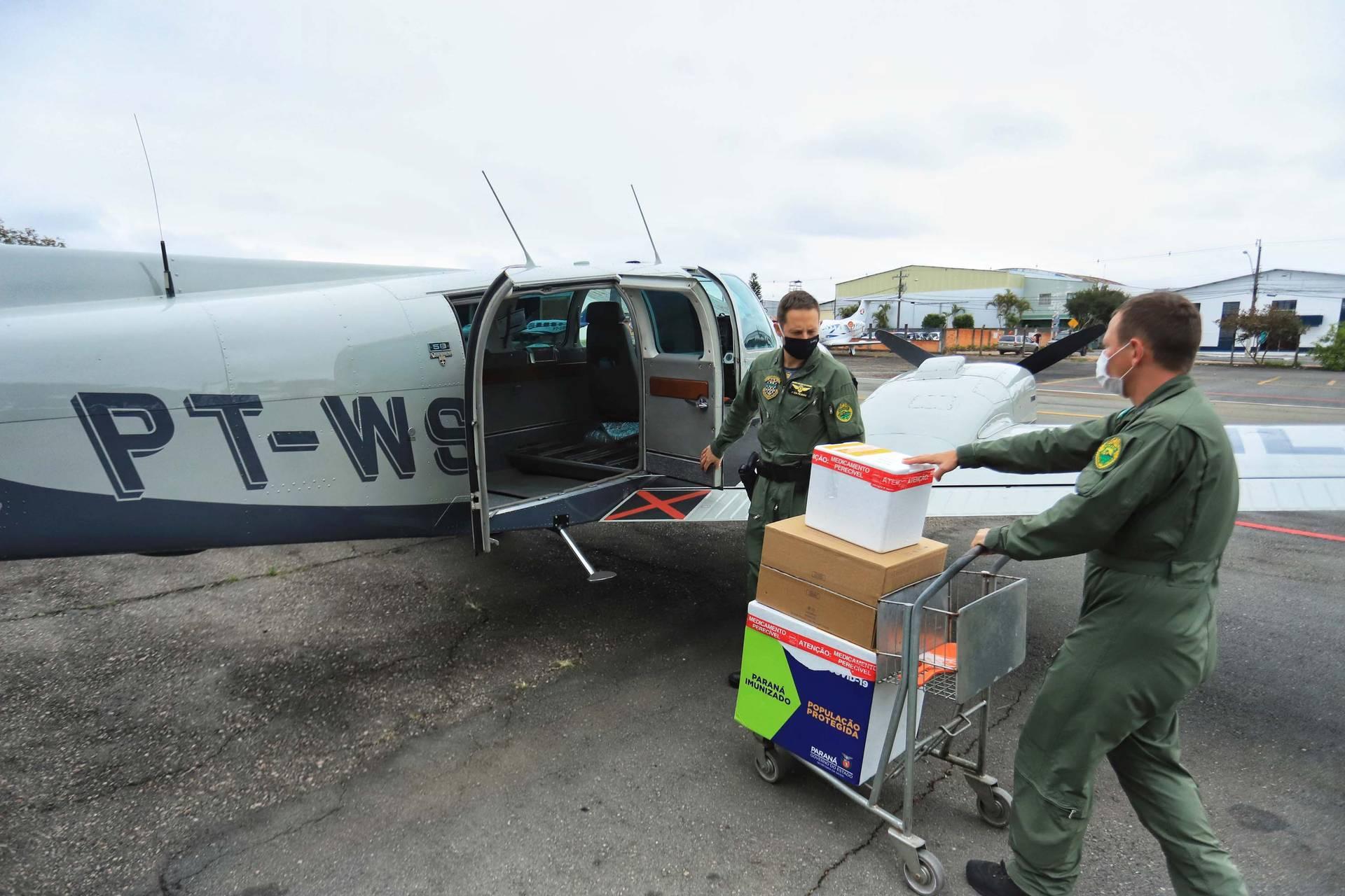 Paraná distribui 37.440 doses de vacina contra Covid-19 da Pfizer para 21 municípios