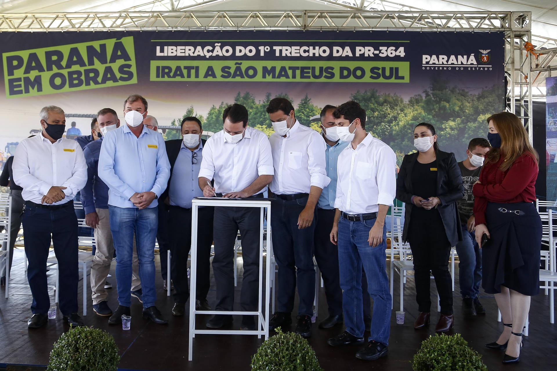 Governador entrega primeiro trecho da pavimentação entre Irati e São Mateus do Sul