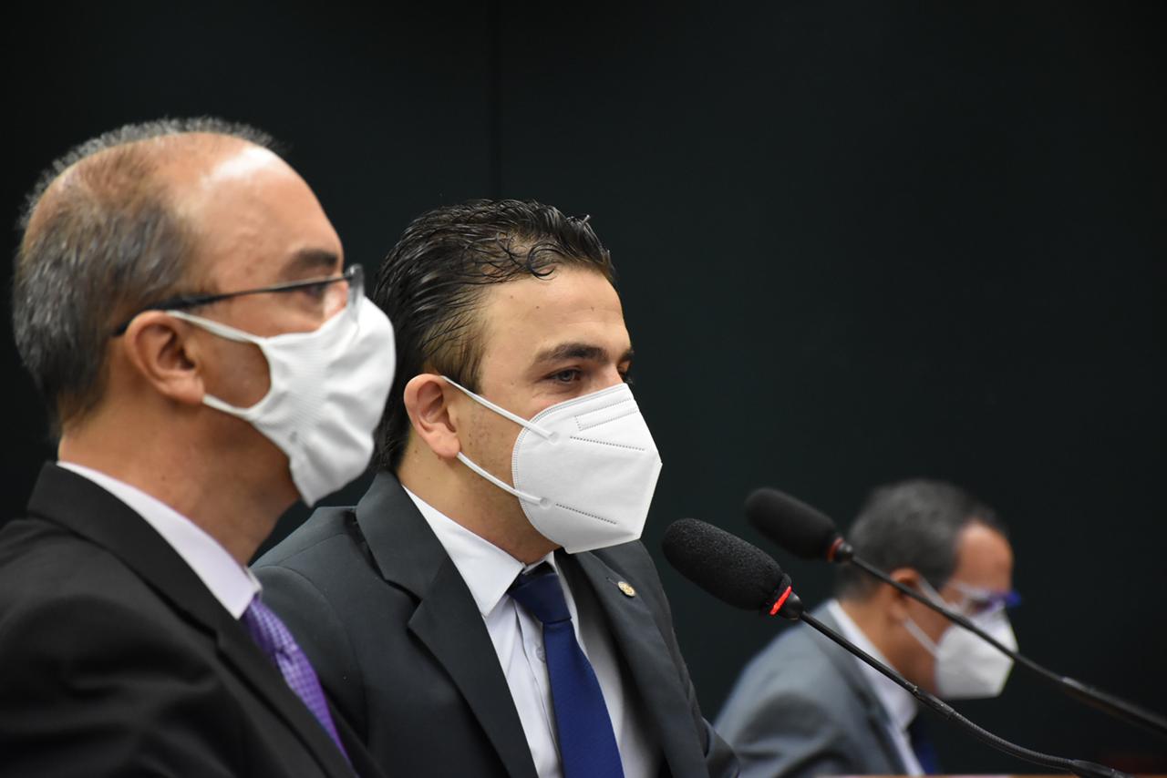 Aliel propõe audiência pública em Brasília contra cortes na Educação