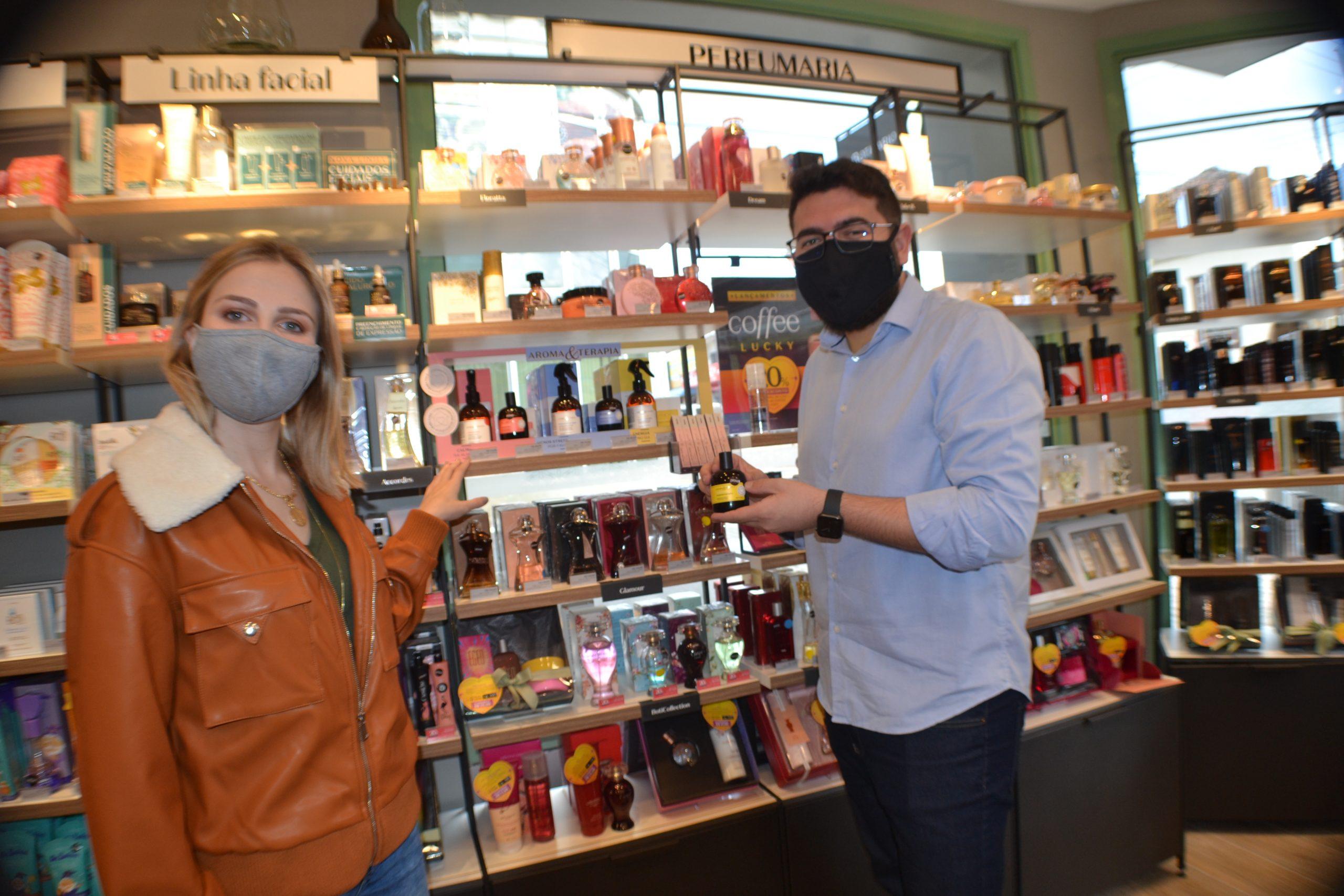 O Boticário reinaugura loja em Castro e traz modelo 'ânfora' para o município