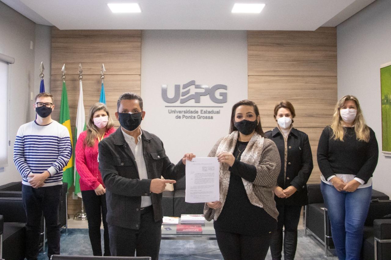 UEPG e Carambeí assinam convênio para atividades em saúde mental