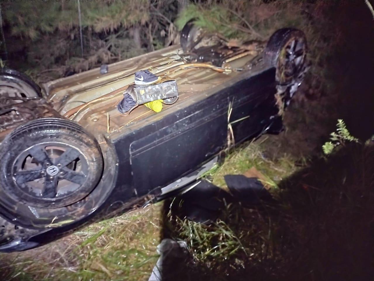 Capotamento deixa motorista ferido na PR-340
