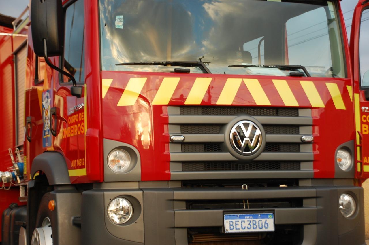 Meia-água pega fogo na Vila Santa Cruz