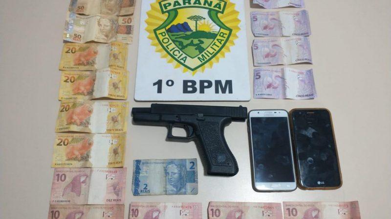 Homem armado invade loja e rouba dois celulares e dinheiro