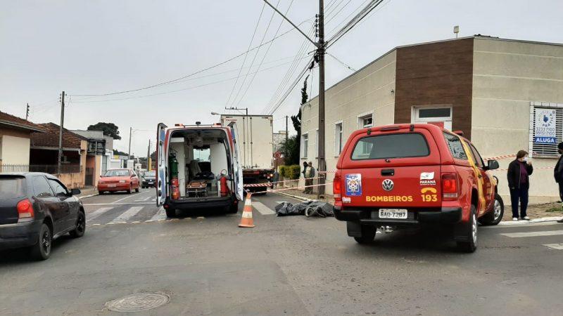 Ciclista morre em colisão com caminhão no centro de Castro