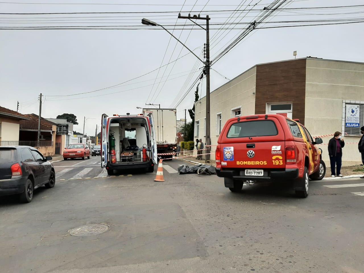 Ciclista morre atropelado por caminhão no centro de Castro
