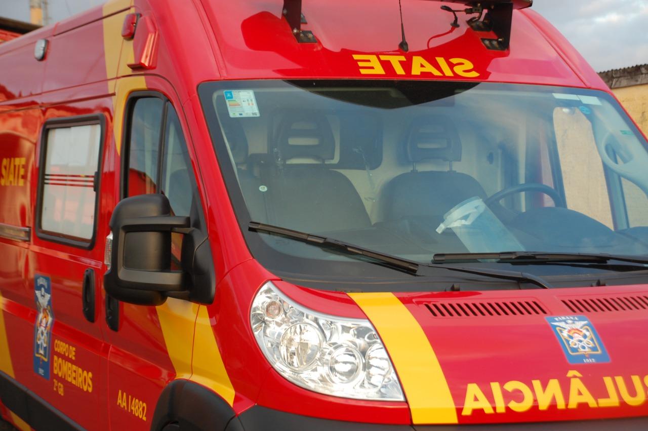 Passageira fica ferida em colisão com pinheiro na Estrada do Catanduvas