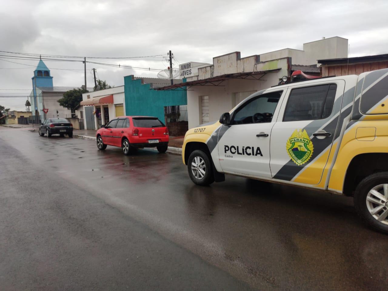 PM recupera Gol e prende dois por roubo em Castro
