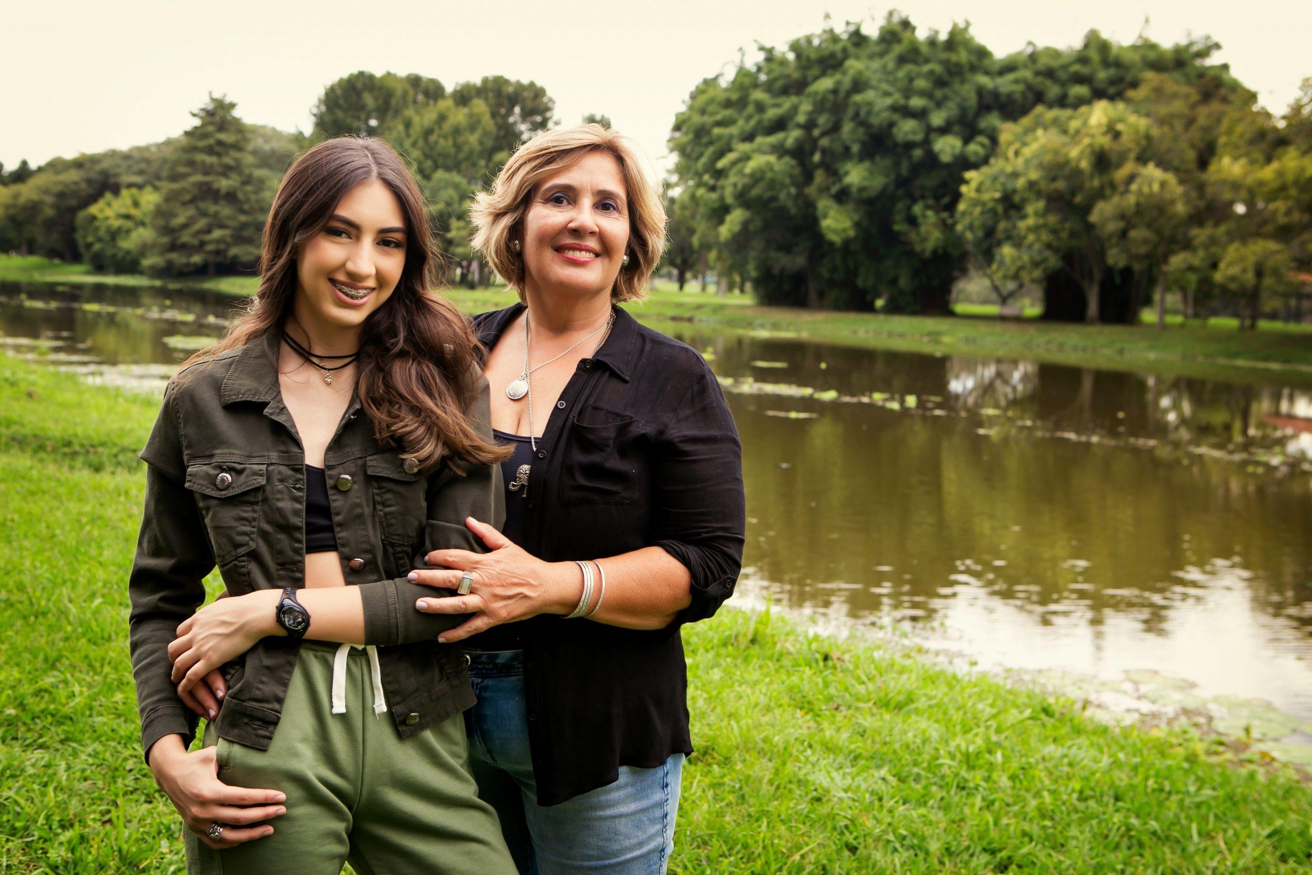 Luciane Lopes de Oliveira e sua filha Thelma Helena Lopes de Melo