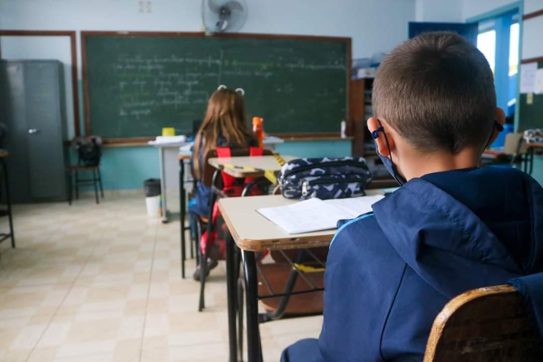 Secretaria de Educação determina volta às aulas no Paraná. Pais podem decidir se mandam seus filhos para aulas presenciais