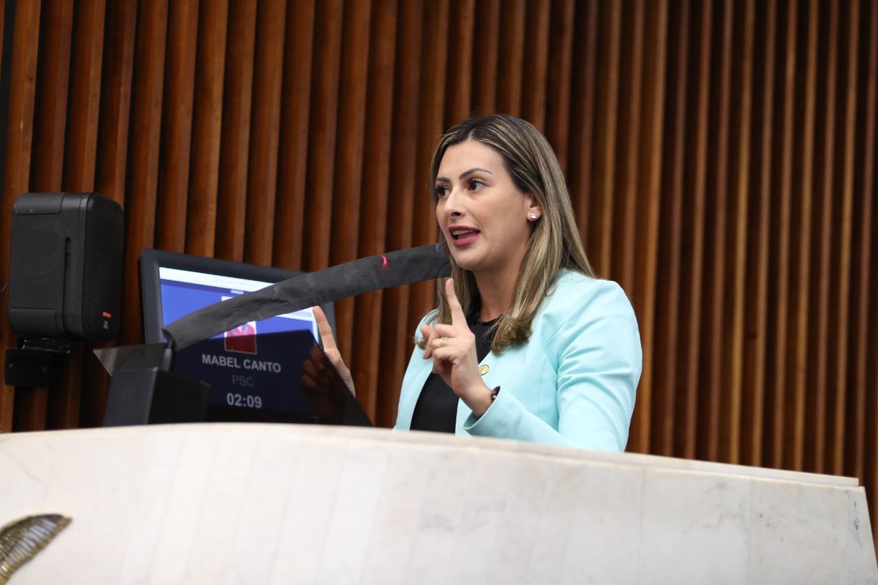 Mabel Canto quer informações sobre término das concessões de rodovias no Paraná