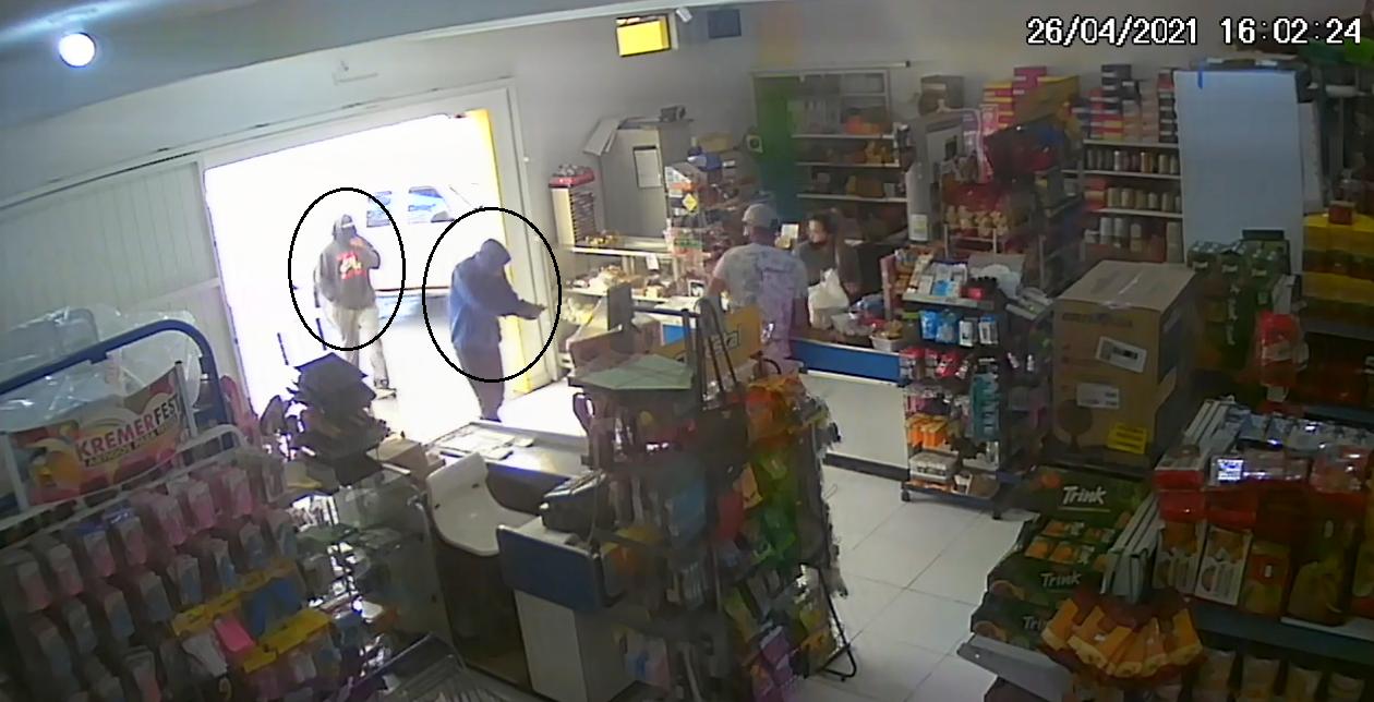 Polícia Civil de Castro prende dois por roubo a mercado