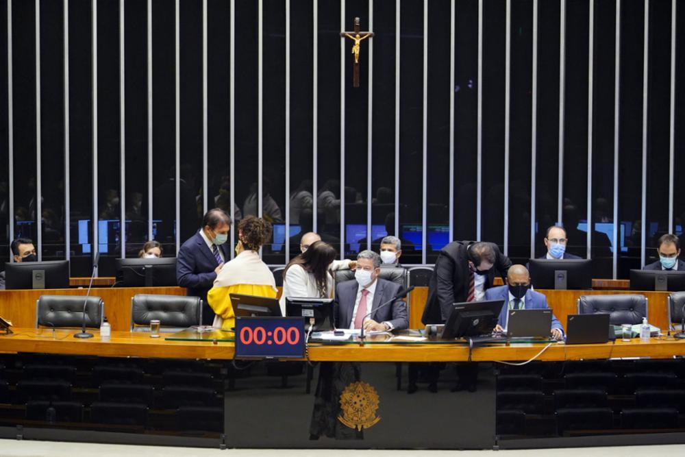 Congresso derruba veto e editais de licitação serão publicados em jornais