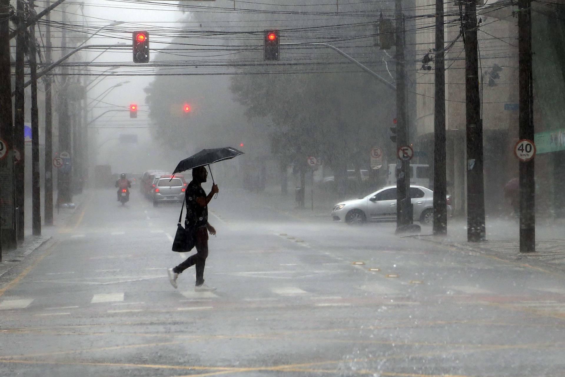 Chuvas voltam de forma irregular no Paraná após abril mais seco da história