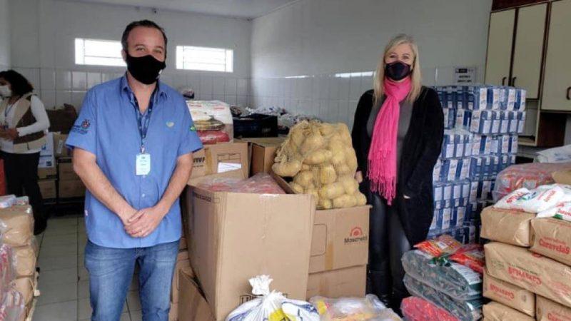 Famílias de Ponta Grossa recebem alimentos arrecadados com distribuição de mudas nativas