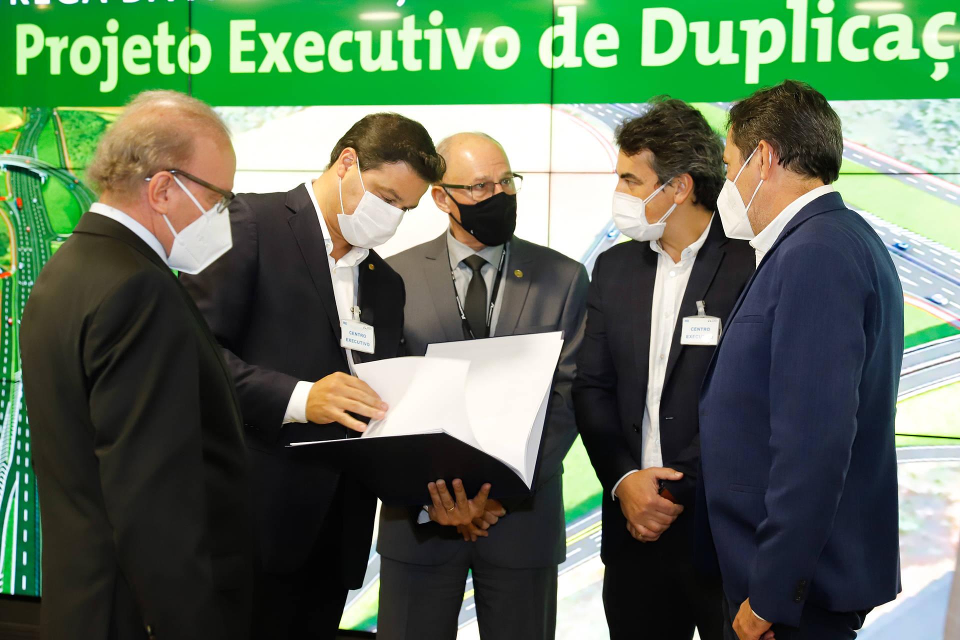 Paraná e Itaipu recebem projeto executivo da duplicação da Rodovia das Cataratas