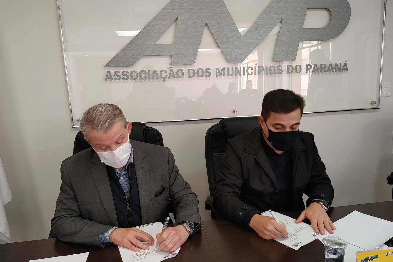 Tecpar assina termo de cooperação com AMP para certificação de orgânicos