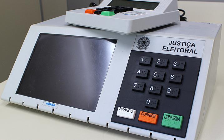 Utilização das urnas eletrônicas completa 25 anos no Brasil e segurança do processo é destacada pelo Ministério do Paraná