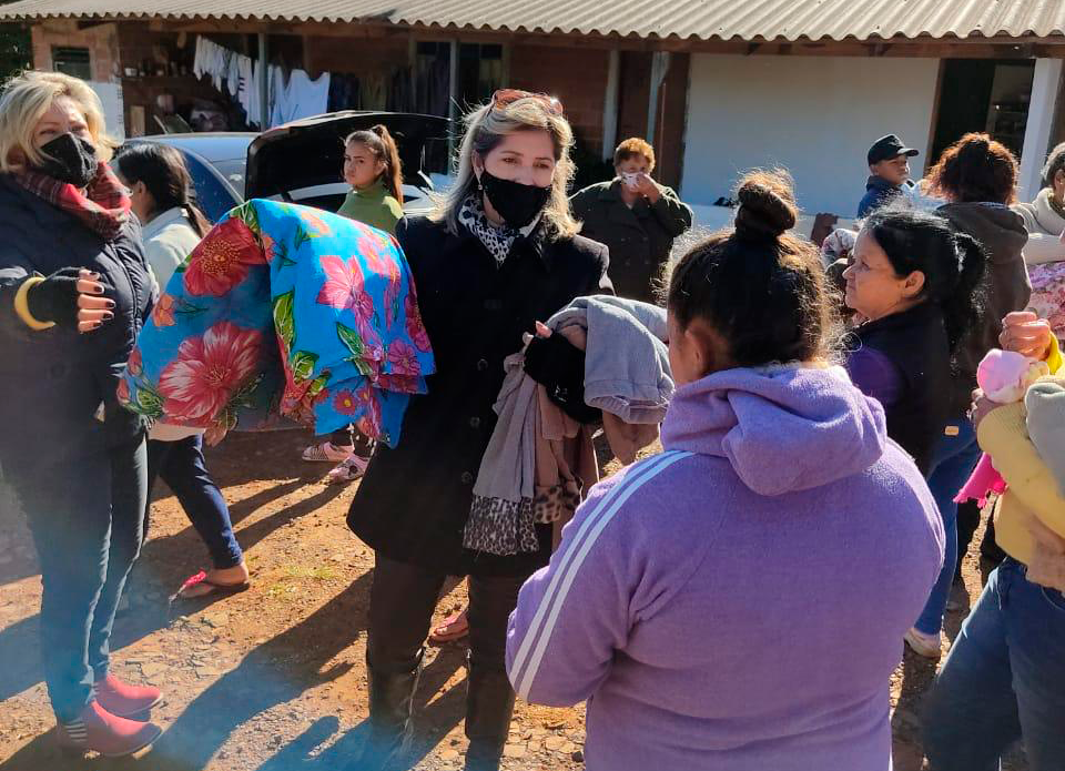 Primeira-dama e Provopar entregam agasalhos no distrito de São Bento